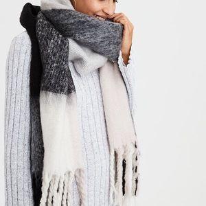 NWT Super Cozy Blanket Scarf